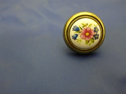 HABK-WF KNOBS  ANTIQUE BRASS WHITE WITH FLOWER